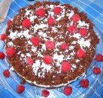 Кокосово-малиновый торт со сливками