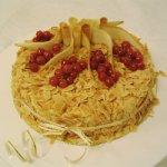 Ванильно-миндальный пирог с творогом и ягодами