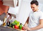 Как привлечь мужчину к готовке и уборке
