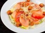 Рецепты трех салатов на основе филе лосося