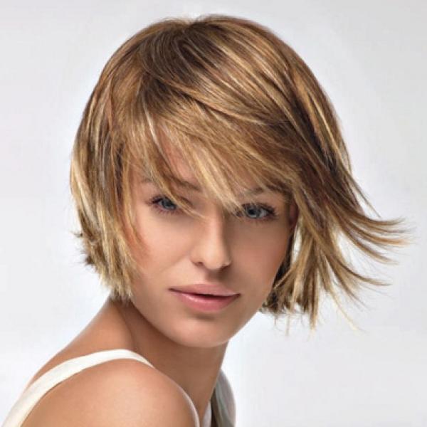 Прическа не только увеличивает объем волос, но и придает им форму